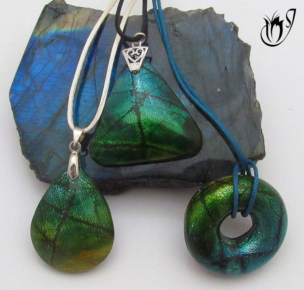 Faux dichroic polymer clay beads using polymer clay and a variety of surface techniques